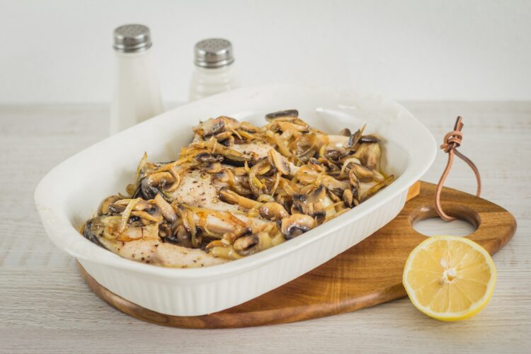 Karp pieczony w maśle z pieczarkami, szpinakiem i groszkiem - Krok 4