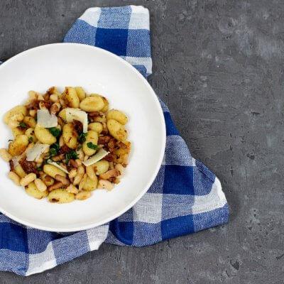 Gnocchi z boczkiem, suszonymi pomidorami i fasolą