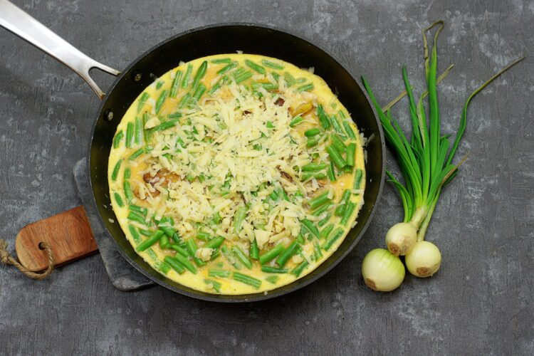 Tortilla z ziemniakami i zieloną fasolką - Krok 4