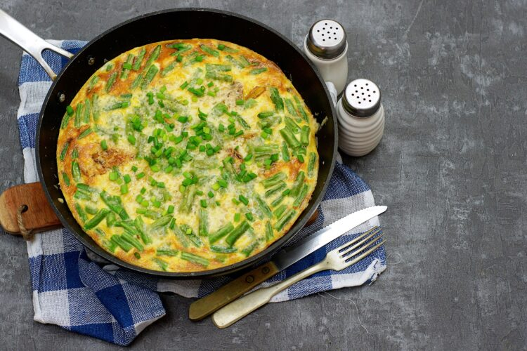 Tortilla z ziemniakami i zieloną fasolką