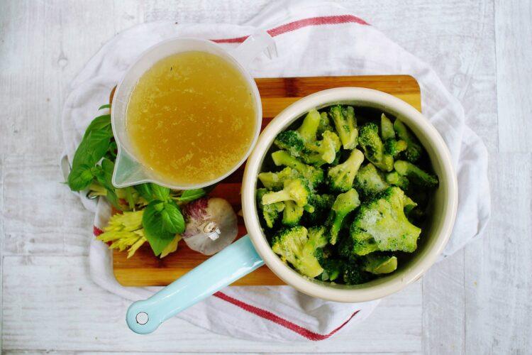 Krem z brokułów z pieczoną ciecierzycą - Krok 2