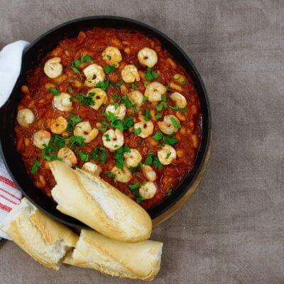 Krewetki z fasolą w pomidorach