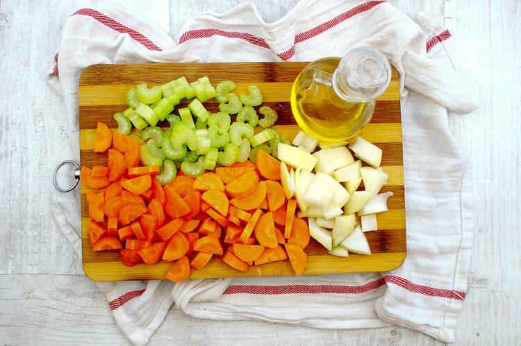 Pożywna zupa warzywno-fasolowa - Krok 1