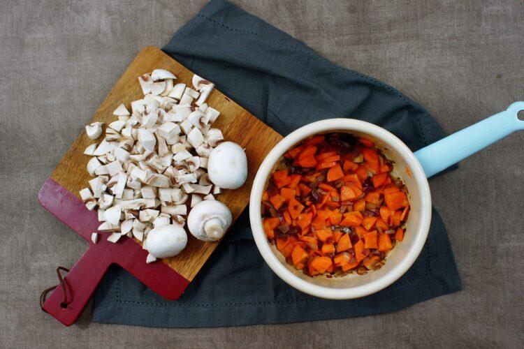 Wegańskie chili z pieczarkami - Krok 2
