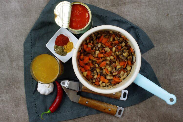 Wegańskie chili z pieczarkami - Krok 3