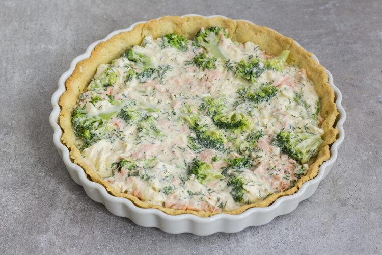 Quiche z brokułami i łososiem - Krok 5