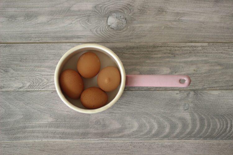 Jajka faszerowane pastą z kukurydzy - Krok 1