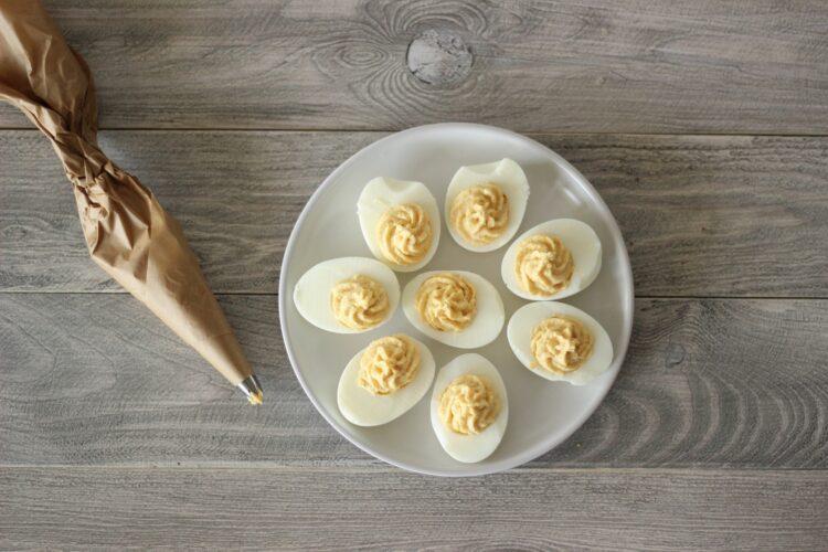 Jajka faszerowane pastą z kukurydzy - Krok 3