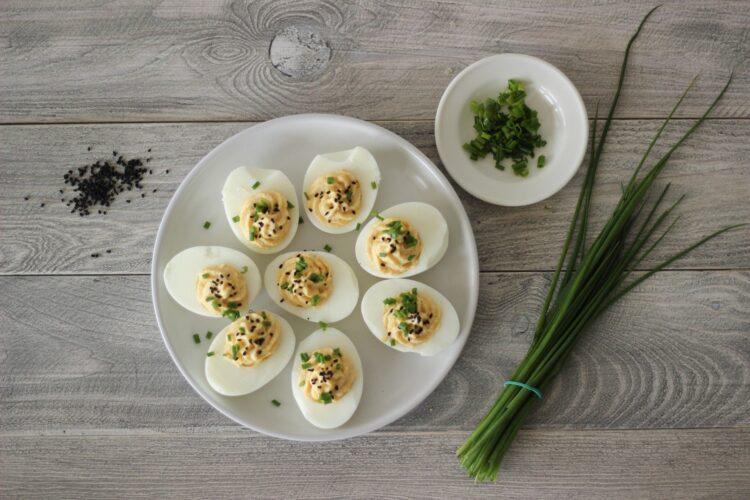 Jajka faszerowane pastą z kukurydzy - Krok 4