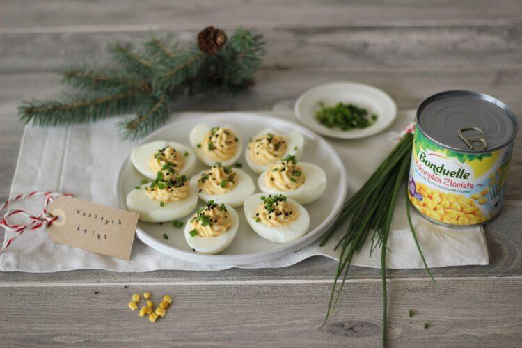 Jajka faszerowane pastą z kukurydzy