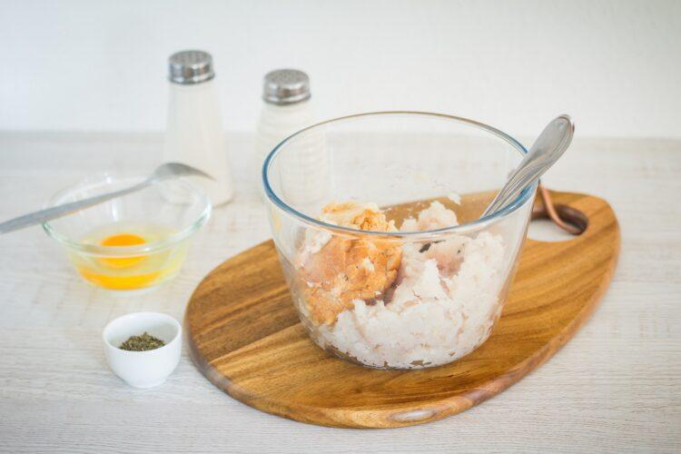 Zupa z zielonych warzyw z pulpecikami rybnymi - Krok 1