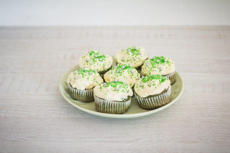 Muffinki szpinakowe z kremem twarożkowym z białą czekoladą - Krok 5