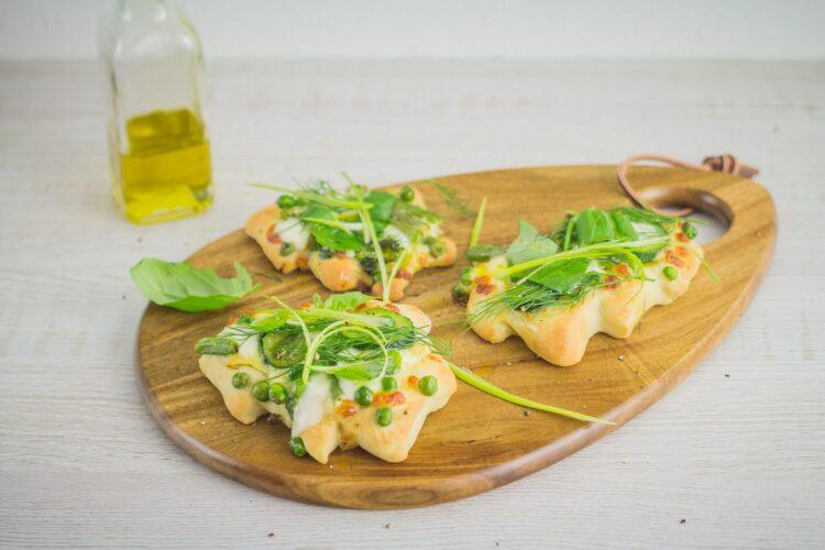 Świąteczne minipizze z zielonymi warzywami - Krok 5