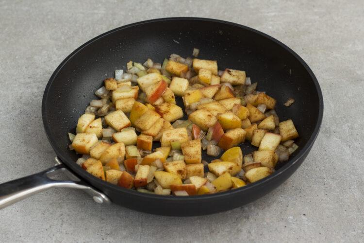 Dyniowa zupa krem z jabłkiem i cynamonem - Krok 1