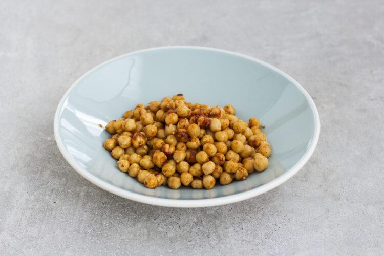 Kalafiorowa zupa krem z pieczoną ciecierzycą - Krok 1