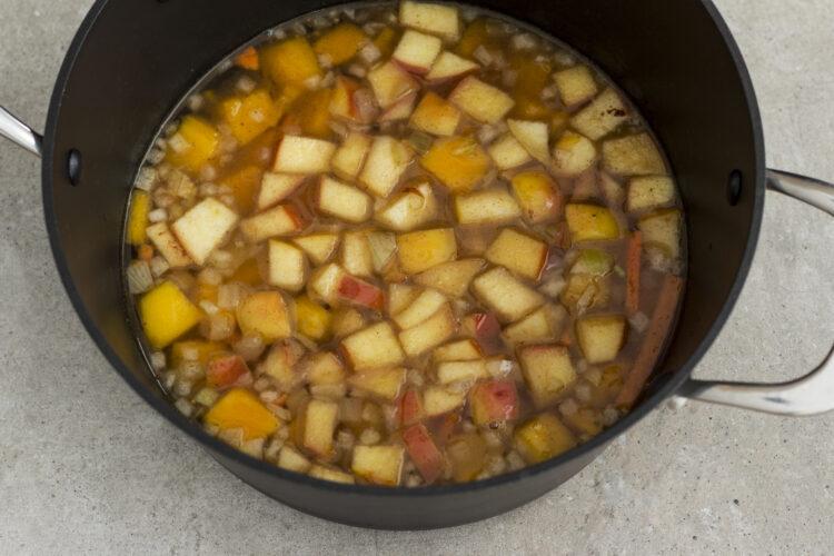 Dyniowa zupa krem z jabłkiem i cynamonem - Krok 2
