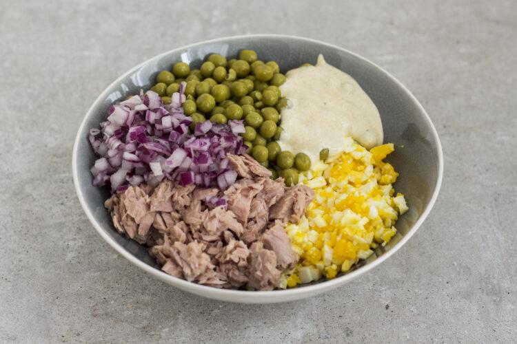 Salatka Z Groszkiem Tunczykiem I Jajkiem Warzywne Inspiracje
