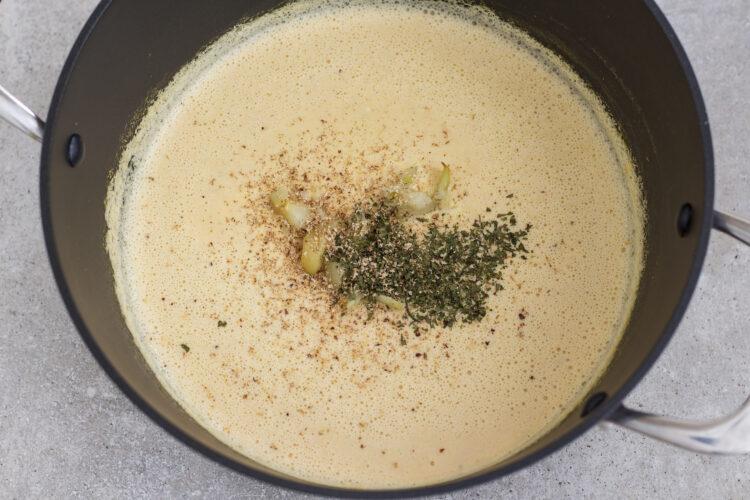 Kalafiorowa zupa krem z pieczonym czosnkiem - Krok 5