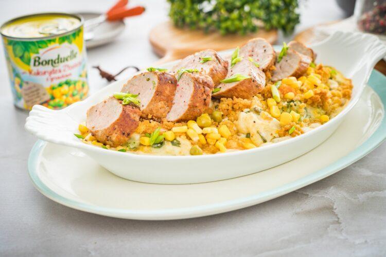 Polędwiczka wieprzowa z casserole z kolorowych warzyw z kukurydzą z groszkiem
