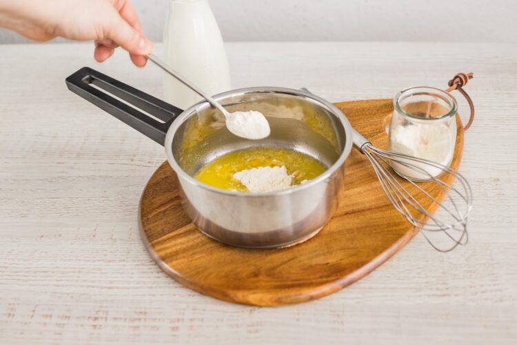 Kotleciki z białej kiełbasy z marynowanymi pieczarkami w sosie koperkowym - Krok 1