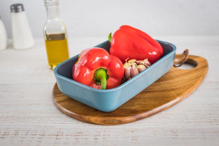 Biała kiełbasa pieczona w sosie pomidorowo paprykowym z kukurydzą złocistą z czerwoną fasolą - Krok 1