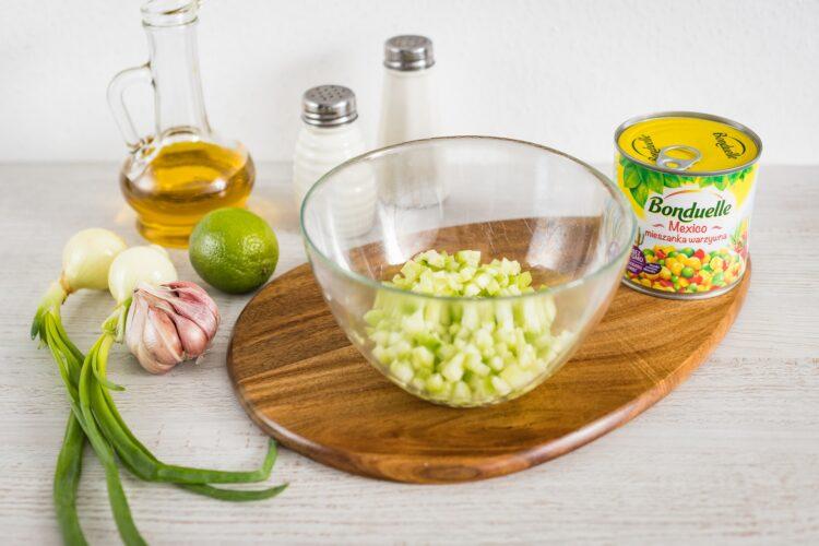 Sznycel drobiowy z jajkiem i salsą z ogórka i mieszanki meksykańskiej - Krok 4