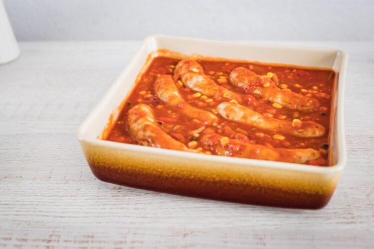 Biała kiełbasa pieczona w sosie pomidorowo paprykowym z kukurydzą złocistą z czerwoną fasolą - Krok 5