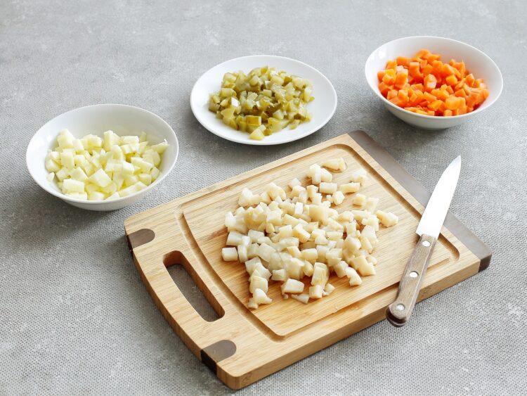 Pomidory faszerowane sałatką jarzynową - Krok 2
