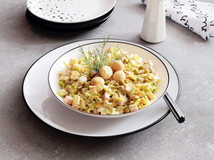 Sałatka z marynowanych pieczarek, zielonego groszku i żółtego sera - Krok 4