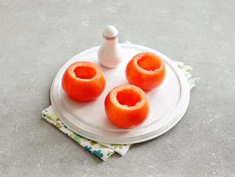 Pomidory faszerowane sałatką jarzynową - Krok 4