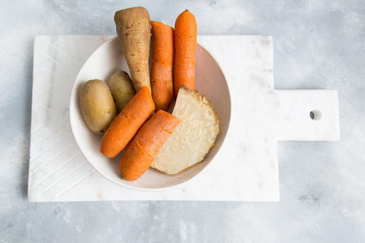 Sałatka warzywna z fasolą i pieczarkami - Krok 2