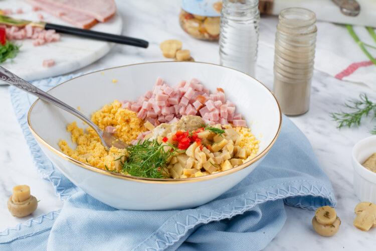Jajka faszerowane marynowanymi pieczarkami z szynką - Krok 3