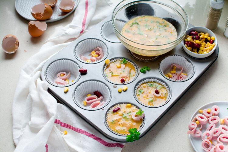 Śniadaniowe muffiny z kukurydzą i fasolą - Krok 3