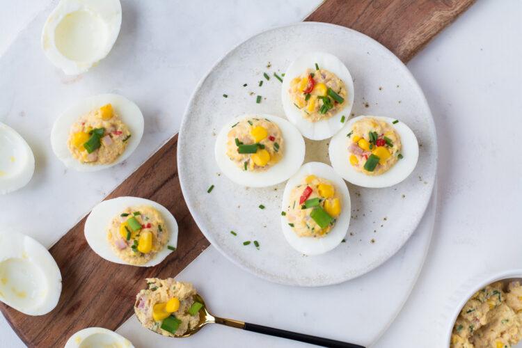 Jajka z nadzieniem chrzanowo-szynkowym z kukurydzą i chili - Krok 4