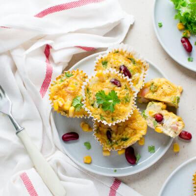 Śniadaniowe muffiny z kukurydzą i fasolą