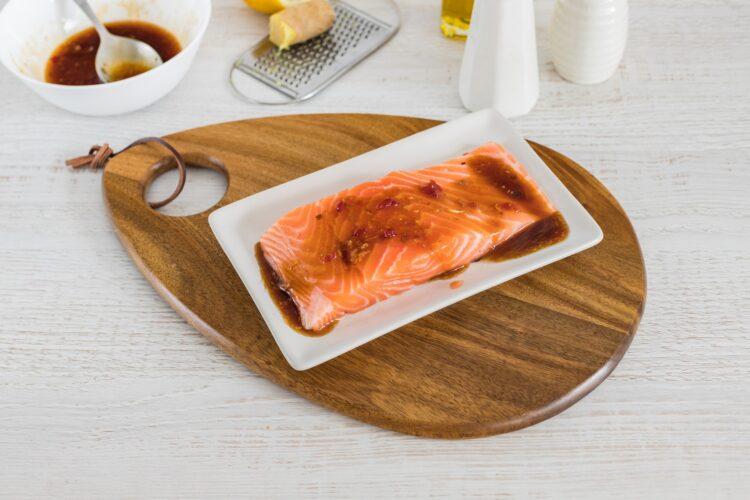 Brązowy ryż z groszkiem i szpinakiem z łososiem teriyaki - Krok 2