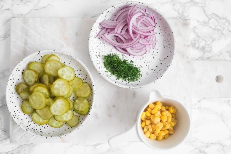 Sałatka ziemniaczana z tuńczykiem i kukurydzą - Krok 2