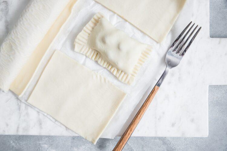 Pierożki z ciasta francuskiego z indykiem i papryką - Krok 5