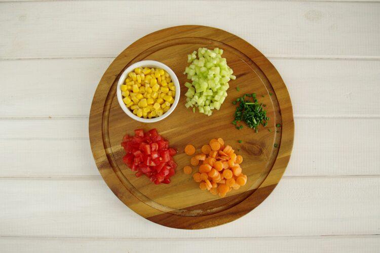 Piknikowa sałatka z kaszą jaglaną i warzywami - Krok 2
