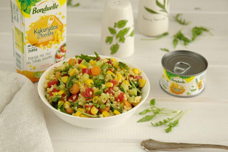 Piknikowa sałatka z kaszą jaglaną i warzywami