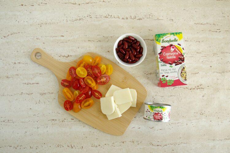 Sałatka z pomidorami, czerwoną fasolą i serem halloumi - Krok 1