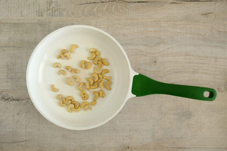 Sałatka z fasolką szparagową i kukurydzą - Krok 2