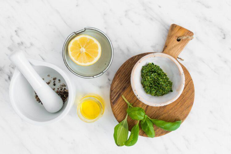 Sałatka ziemniaczana z sosem bazyliowym i szparagami - Krok 2