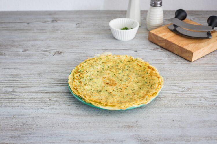 Ziołowe naleśniki z groszkiem, kurkami i mozzarellą - Krok 2