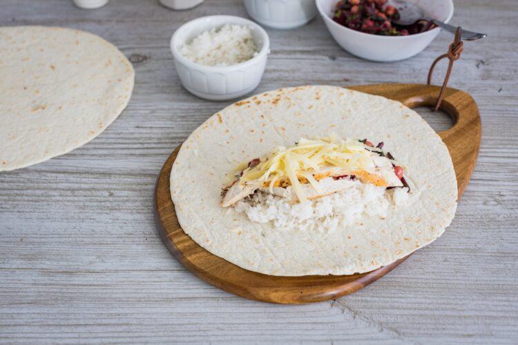 Grillowane burrito z kurczakiem botwinką i cieciorką - Krok 4