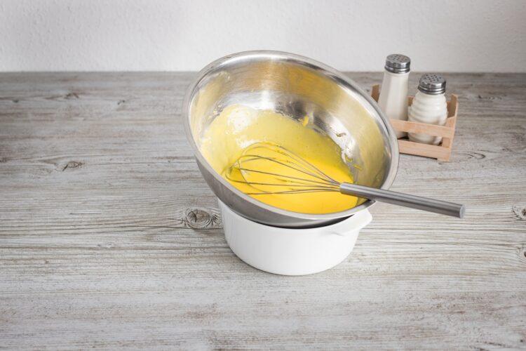 Naleśniki z bobem, szynką i kukurydzą z sosem holenderskim - Krok 4