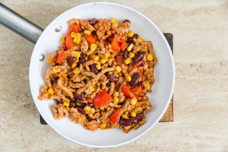 Tortille z mięsem mielonym, fasolą i kukurydzą - Krok 2