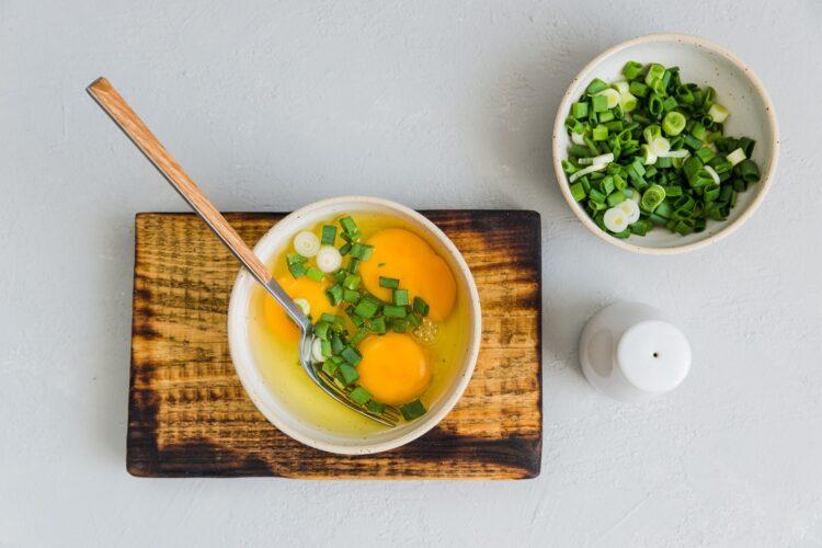 Roladka z omleta z kukurydzą i łososiem - Krok 2