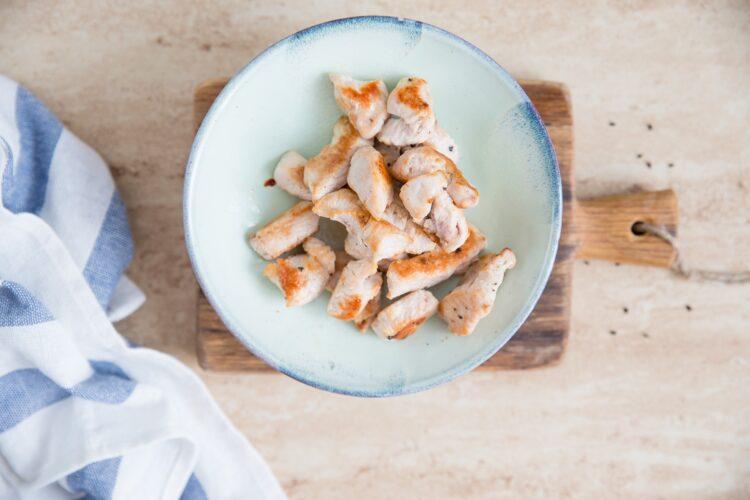 Wrapy z sałaty z indykiem i fasolką szparagową - Krok 3