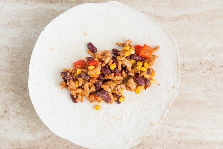 Tortille z mięsem mielonym, fasolą i kukurydzą - Krok 4